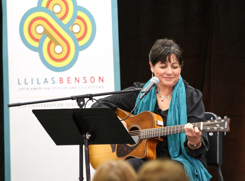 Tish Hinojosa (photo: Daniel Hublein)