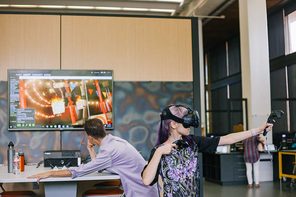 A student tries out the Vive virtual reality equipment.
