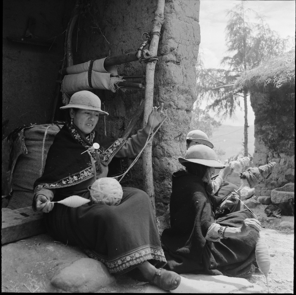 Women spinning wool, Juncal, Cañar, Ecuador; photo: Niels Fock/Eva Krener, 1973